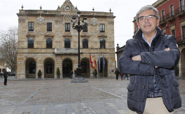 Mariano Marín renuncia al acta de concejal del Ayuntamiento de Gijón