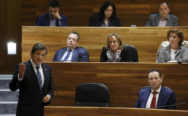 Fernández emplaza al PSOE a desechar el informe que pide cerrar las térmicas antes de 2025