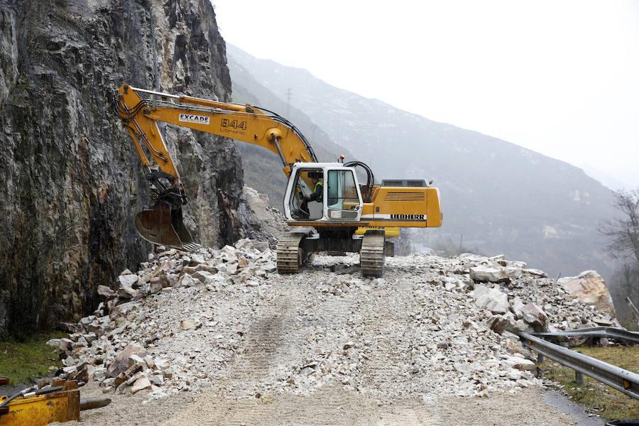 Continúan los trabajos para abrir la carretera AS-117