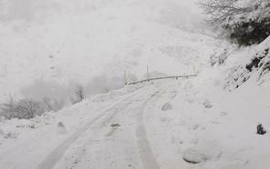 La nieve aísla más a los vecinos de Caso