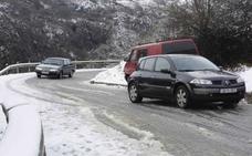 La nieve cierra la carretera a Los Lagos y obliga a suspender el plan especial de transporte