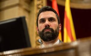 Debate simbólico en el Parlament: Los independentistas aplauden en el pleno a la familia de los encarcelados