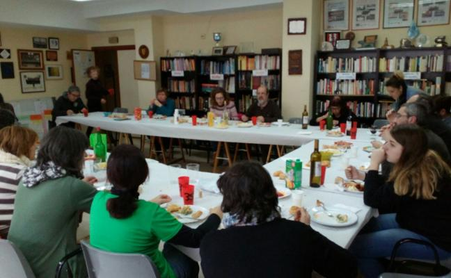 Comida comunitaria de los vecinos de Perchera, Nuevo Gijón y La Braña