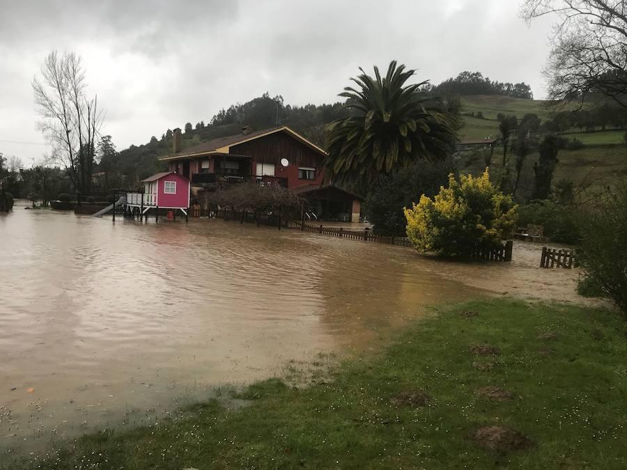 Las fuertes lluvias dan paso a inundaciones en algunas zonas de Gijón