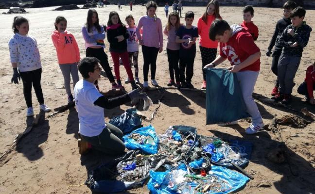 Escolares del Antón limpian la Palmera