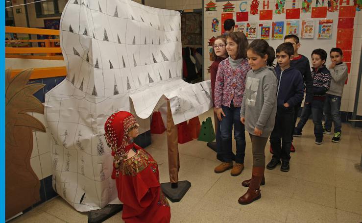 Las imágenes de la exposición de civilizaciones del colegio de El Llano