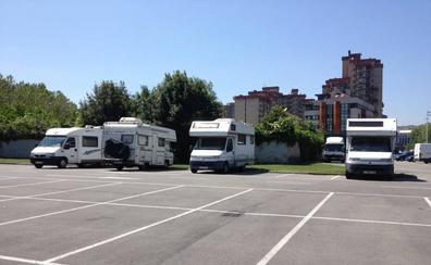 El PP pide restringir el acceso de autocaravanas al aparcamiento de El Molinón