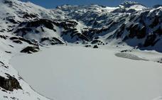 La nieve mantiene cerrado el alto de La Farrapona