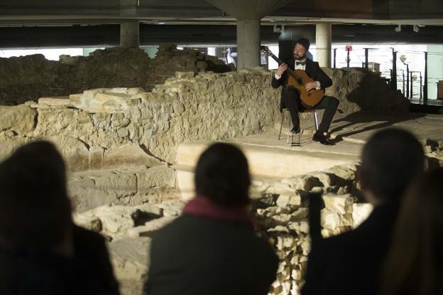 Guitarra clásica en las Termas Romanas de Gijon