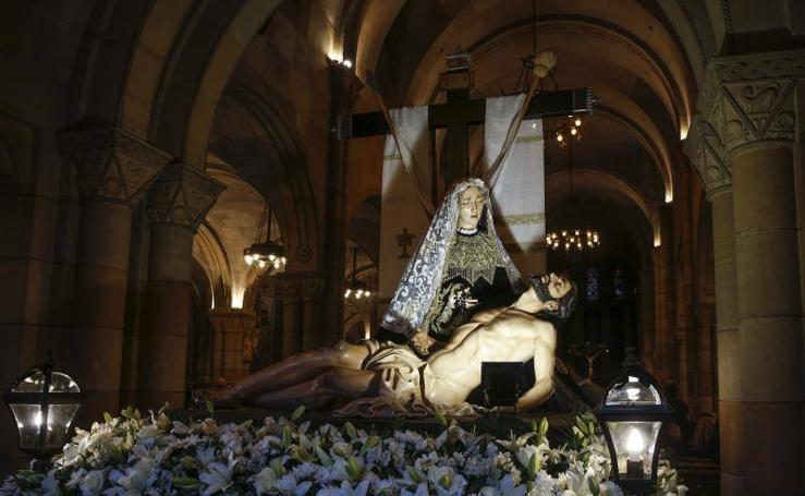 Las imágenes de la procesión del Santo Entierro en Gijón