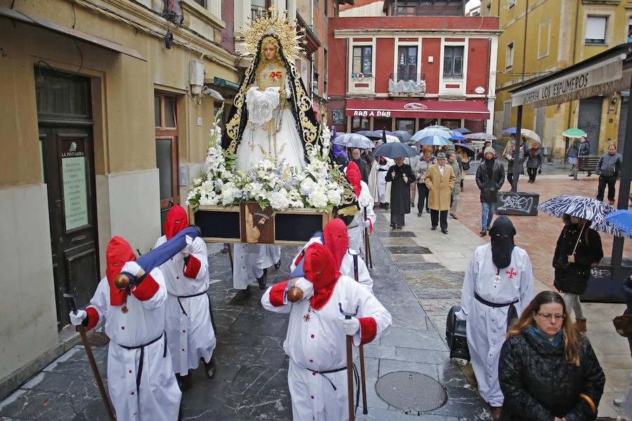 Procesión de Nuestra Señora de la Soledad y San Juan Evangelista en Gijón