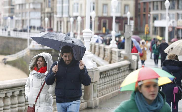 Los turistas disfrutan de la Semana Santa en Asturias