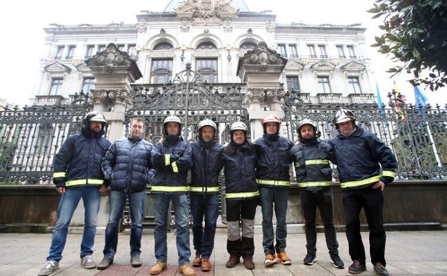 Las horas extra de los bomberos le cuestan al Principado medio millón de euros en un año