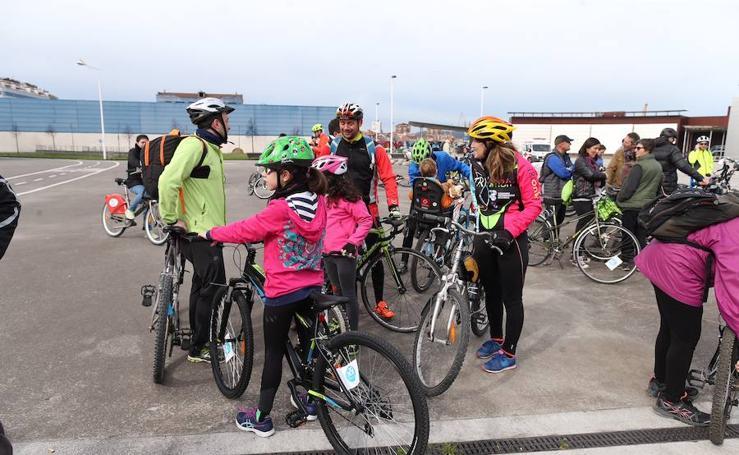 La quinta edición de 30 Días en Bici comienza con la primera de las cinco 'bicicletadas medioambientales'