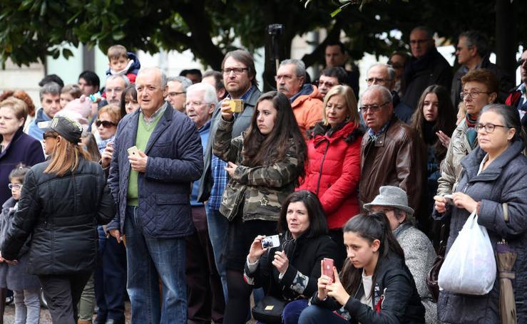 Las mejores imágenes de la procesión del Jesús Resucitado en Oviedo