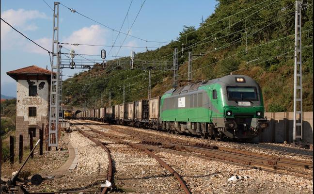 La variante permitirá circular a las locomotoras diésel para facilitar el paso de mercancías