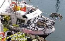 El hundimiento del pesquero, en imágenes