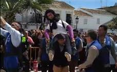 Denuncian la quema de un muñeco que representaba a Ana Julia Quezada