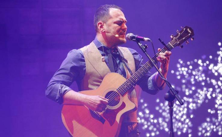 Ismael Serrano, el eterno cantautor, enciende el Jovellanos