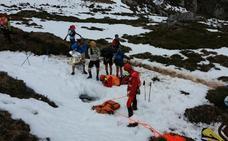 Rescatan a un montañero tras caer por una sima durante una carrera en Cabrales