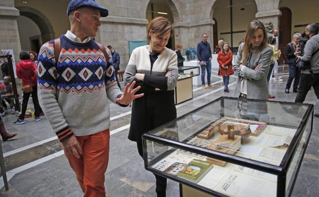 Moriyón pide al Principado que el mercado artesano sea declarado de interés turístico