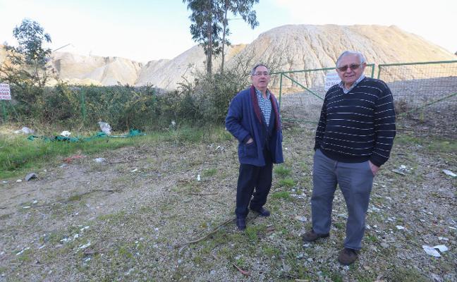 Vecinos de La Folleca denuncian vertidos de arena en la cantera