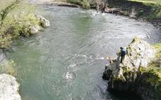 Buscan en el río Narcea a un vecino de Cangas desaparecido hace más de una semana