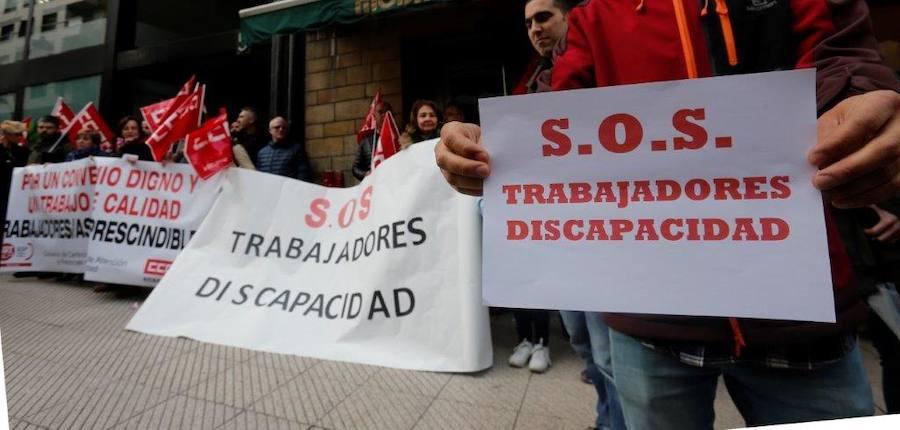 Los trabajadores de Atención a Personas con Discapacidad denuncian sus condiciones laborales