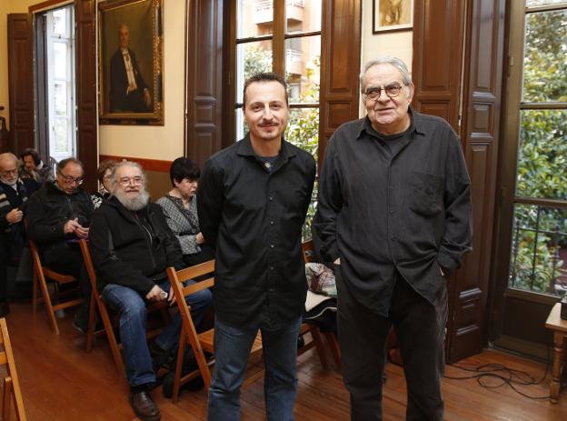 Iván San Segundo y Boni Ortiz, al inicio del acto. /  DAMIÁN ARIENZA