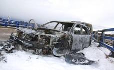 Una gran granizada deja dos brutales accidentes con sendos vehículos calcinados en la A-66
