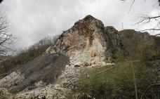 Los geólogos recomiendan retirar el argayo de Caso «desde la propia cima»