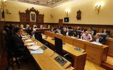 La alcaldesa de Gijón expulsa del Pleno al portavoz de la PAH tras llamar «sinvergüenza» al edil del PP Pablo González