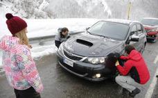 La nieve obliga al uso de cadenas en cinco puertos de montaña