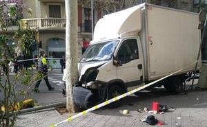 Un camión sin frenos arrolla a siete personas en el centro de Barcelona