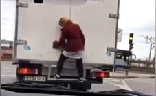 La mujer que se subió al camión en Avilés, ingresada en Psiquiatría