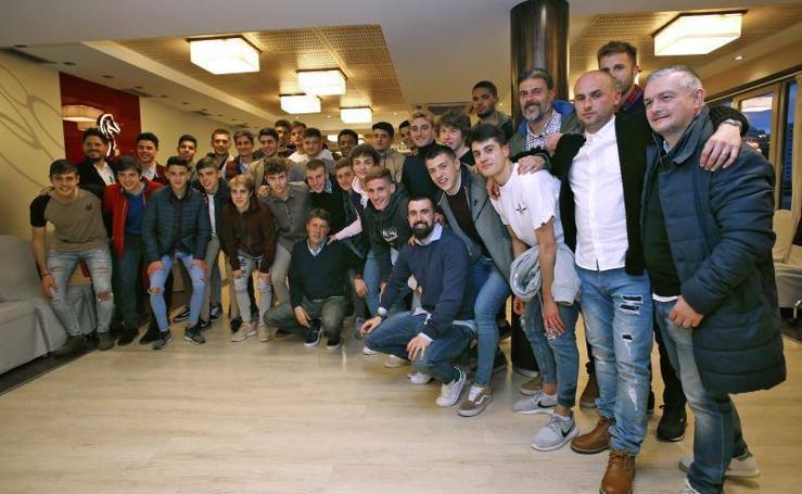 Homenaje al Sporting juvenil por su título de Liga