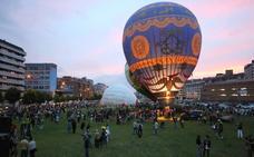 Los globos llenan de color el cielo de Gijón