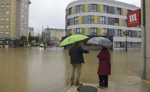 Los usuarios de la residencia de La Tenderina desalojados por la riada empiezan a volver al centro