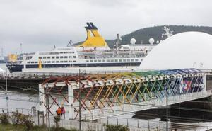 El Saga Pearl II recala en Avilés con cerca de cuatrocientos pasajeros