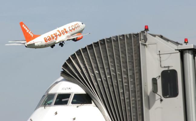 Las aerolíneas de bajo coste echan un pulso al Principado con la supresión de todos los vuelos a Londres