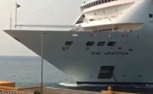 El espectacular choque de un crucero contra un muelle