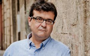 «En literatura mezclar realidad y ficción es casi obligatorio, es una verdad elemental»