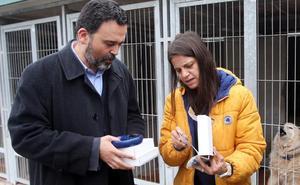 El Albergue de Animales dona a la Policía tres lectores de microchip