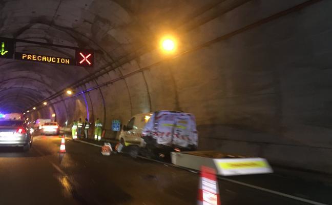 Tres heridos leves en una colisión en el túnel del Fabar