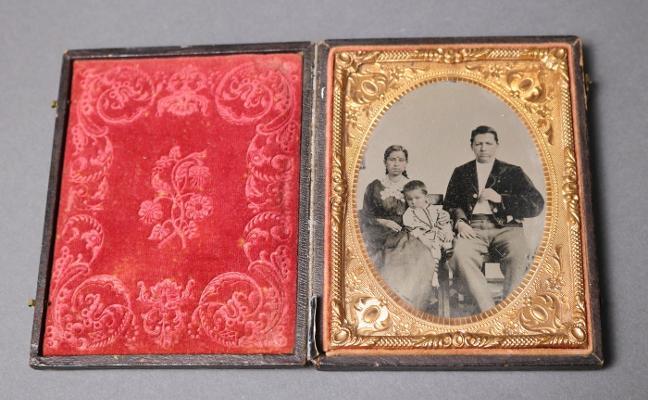 Retratos del siglo XIX para completar la fototeca