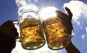 Cuatro errores que cometes si haces esto con la cerveza