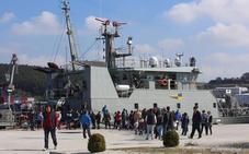 140 personas visitan por la mañana el patrullero 'Arnomendi'