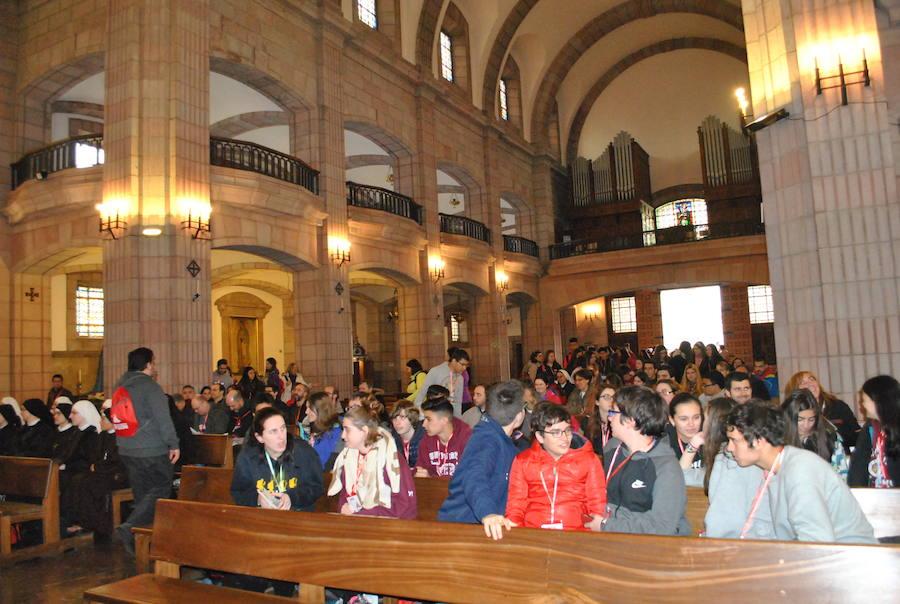 El Arzobispado reúne a 400 jóvenes en Cangas del Onís