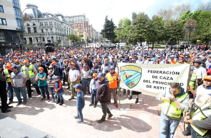 Concentración de cazadores en Oviedo