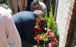 El cementerio de Vegadotos acoge el acto en recuerdo de las víctimas del franquismo